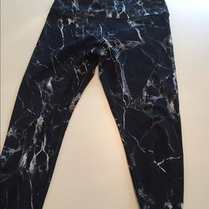 Glyder Full Length Marble Leggings. Size Medium